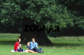 Family in the Park / Familienausflug in den Park