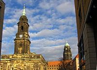 Kreuzkirche und Rathausturm in Dresden (Sachsen)