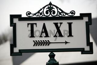 Taxistand Wegweiser historisch