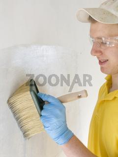 Malergeselle beim anstreichen, Symbolfoto, painter