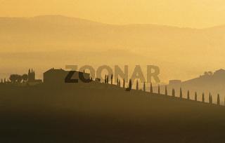 Farm house silhouetted against hills, San Quirico d'Orcia, Tuscany, Tuscana