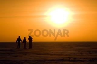 Sonnenuntergang auf dem Eis am Polarkreis - Sunset on the ice at the polar circle