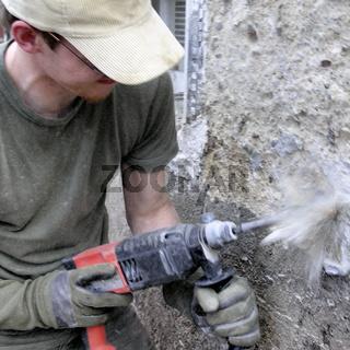 Bauarbeiter mit Boschhammer, volle Action