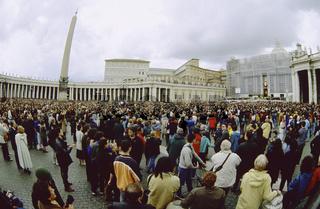 San Pietro basilica Saint Peter basilique Rome Italy, Crowd at San Pietro Square in Vatican