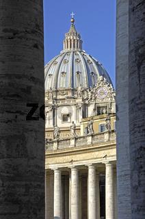 Kolonnade Petersdom Vatikan