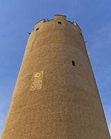 Hoher Turm mit Sonnenuhr