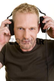 Mann mit Kopfhörer