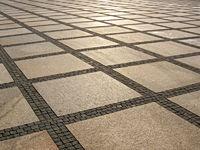Gitterförmige Bodenplatten auf im freien