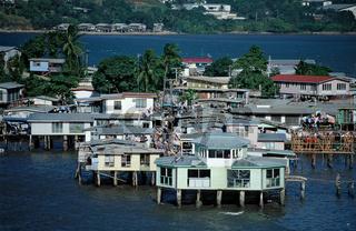 Pfahlhaeuser in Port Moresby