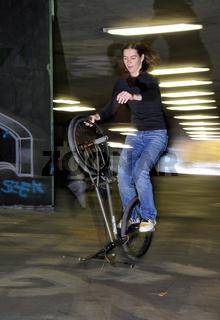 BMX Flatland Monika Hinz, Trick: Hitchhiker