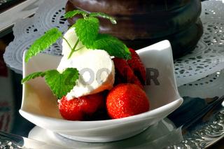 Baumkuchen und Erdbeeren