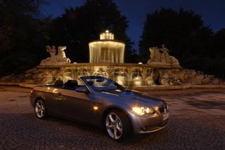 BMW 335i  Cabriolet vor Lenbachbrunnen