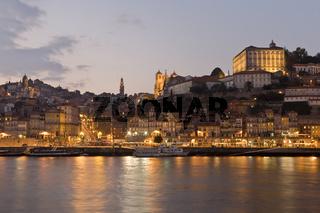 Porto am Abend