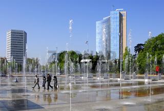 Wasserspiele auf dem Platz der Nationen