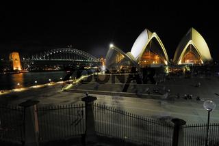 Sydney Opera und Harbour Bridge bei Nacht