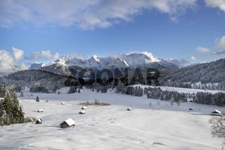 Panorama Winterlandschaft im Karwendelgebirge in Bayern
