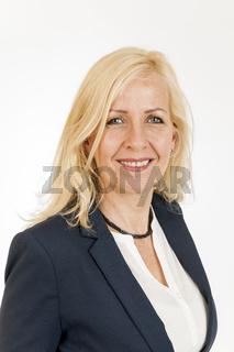 Lächelnde blonde Frau