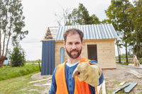 Vorarbeiter beim Neubau von Holzhaus
