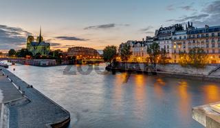 Schöner Abend an der Seine in Paris