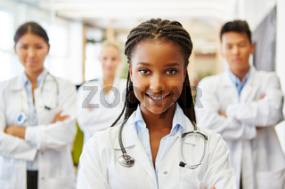 Afrikanische Krankenschwester in der Ausbildung