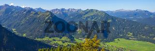 Panorama vom Schattenberg, 1692m, zum Himmelschrofen, 1790m, Fellhorn, 2038m,und Söllereck, 1706m, sowie Freibergsee, Allgäu, Bayern, Deutschland, Europa