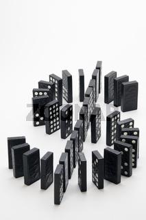Dollar-Zeichen aus Dominosteinen
