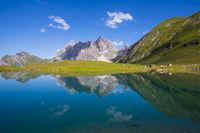 Eissee, Oytal, dahinter Großer Wilder, 2379m, Hochvogel- und Rosszahngruppe, Allgäuer Alpen, Allgäu, Bayern, Deutschland, Europa