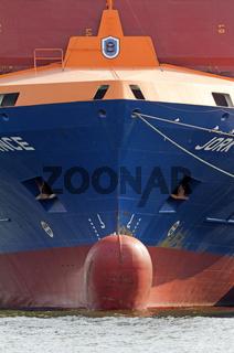 Bugwulst eines Frachters, Hamburger Hafen, Deutschland