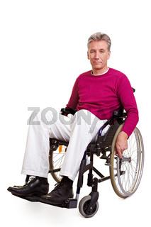 Senior sitzt im Rollstuhl