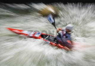 Wildwasser-Slalom, Kajak-Einer, Impression/Typical, gezoomt/verwischt