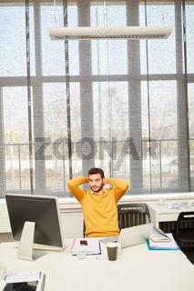 Internet Start-Up Gründer am Computer