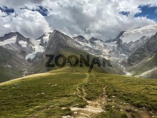 Wanderweg auf der hohen Mut bei Obergurgl, Oetztal, Tirol, Oesterreich
