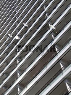 Parabolspiegel an Hochhausfassade