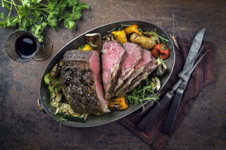 Roast Beef with Vegetable in Copper Pod
