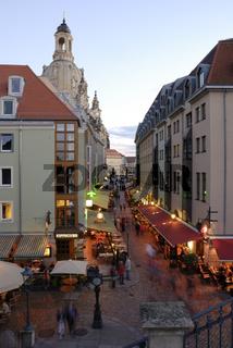 Dresdener Altstadt - Brühlsche Gasse mit Frauenkirche in der Dämmerung