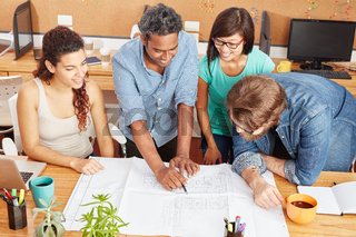 Business Team bei der Projekt Planung