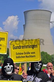 Anti-Atomkraft-Demonstration beim Kernkraftwerk Gundremmingen, dem leistungsstärkstem deutschen Atomkraftwerk, Gundremmingen bei Günzburg, Bayern, Deutschland, Europa