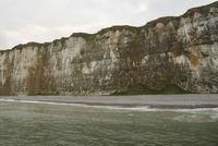 Blickrichtung vom Meer auf Kalkküste