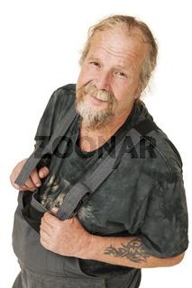 ältererarbeiter in Latzhose auf Weiß