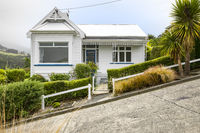 a house at the very steep Baldwin Road