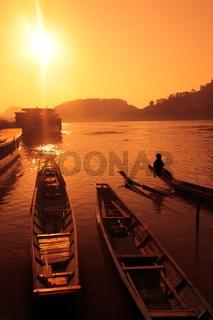 Die Landschaft am Mekong River in der Altstadt von Luang Prabang in Zentrallaos von Laos in Suedostasien.
