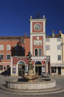 Roter Uhrturm in Rovinj |Red clock tower in Rovinj