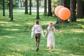 newlyweds with orange balloons. the amusing photo with newlyweds.