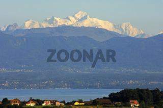 Blick über den Genfersee auf den Mont Blanc
