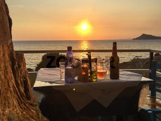 Romantisches Restaurant 'Fishermens Cavern' in der Nähe von Agios Georgios Pagi, Korfu, Griechenland