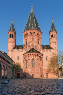 Mainz Cathedral early in the morning