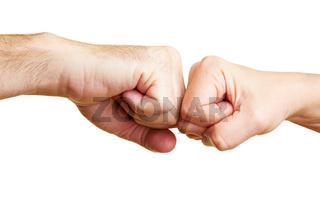 Zwei Fäuste gegeneinander