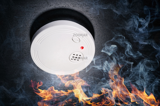 Smoke detector hits the alarm in case of fire