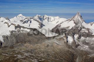 Finsteraarhorn und Finsteraarrothorn in den Schweizer Alpen