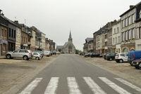 Trostloses Dorf in der Normandie.